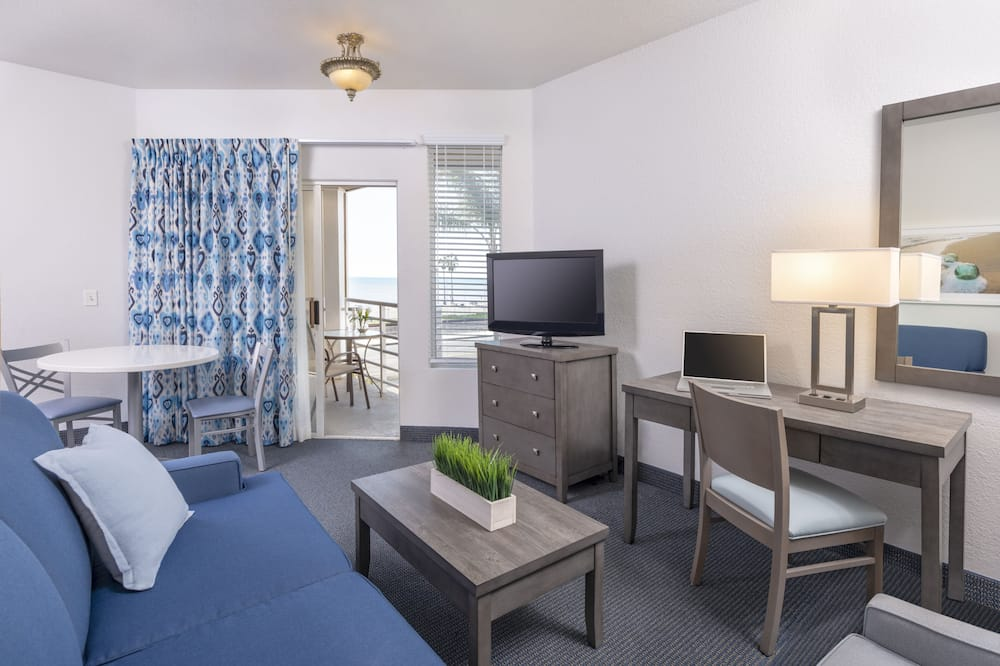 Premier Suite, 1 King Bed with Sofa bed, Ocean View - Living Area