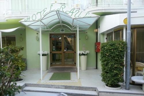 里喬內鄉村酒店/