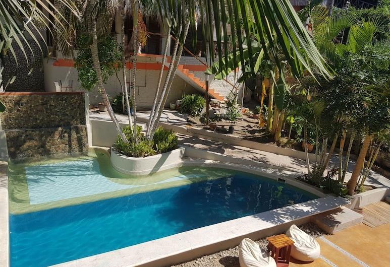 Casa Soliz , Puerto Escondido, Cascada en la piscina