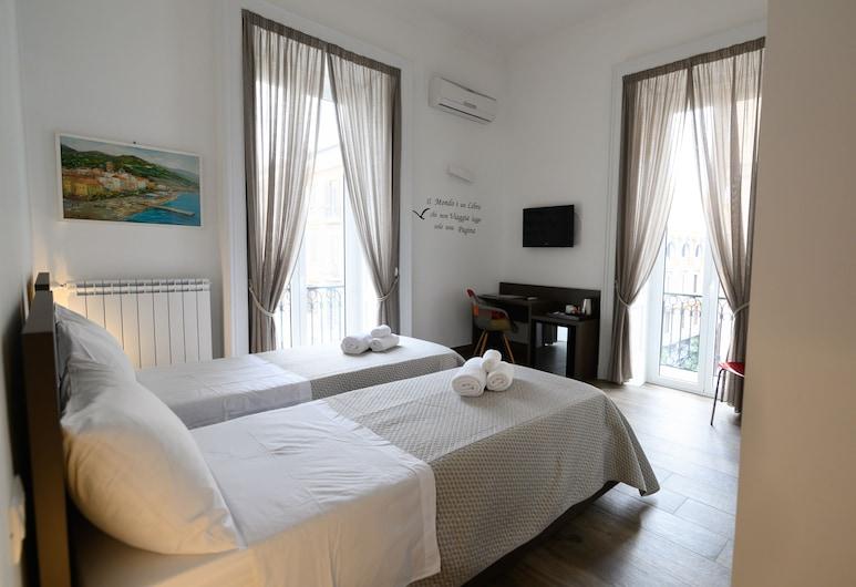 穆西歐芬蘭吉利四房酒店, 那不勒斯