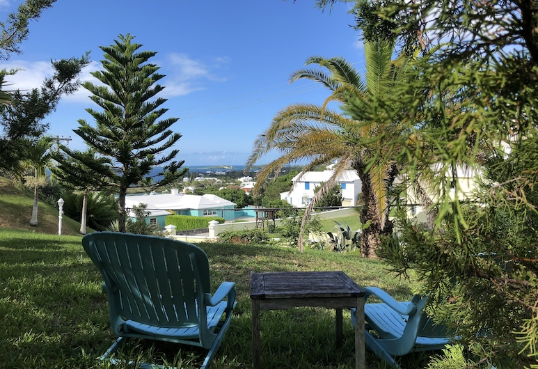 'Panatola' Studio with Breathtaking Views - Close to beach, Southampton Parish, Property Grounds