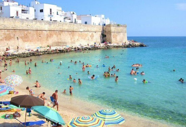 Nenetta Rooms, Monopoli, Beach
