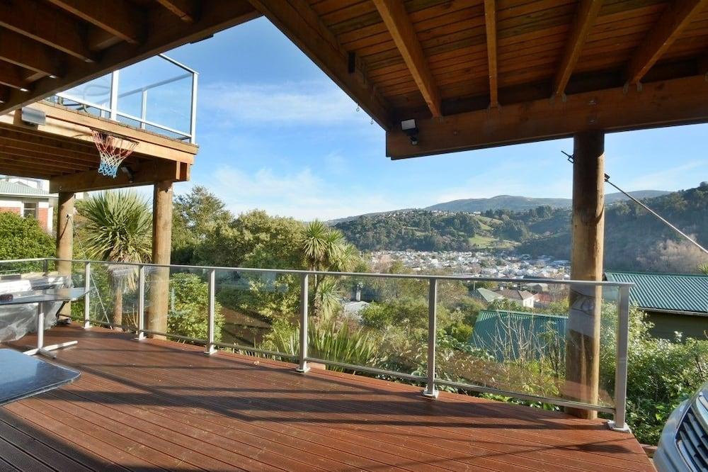 סטודיו סטנדרט, מיטת קווין וספה נפתחת, נוף לעמק, במורדות ההר - מרפסת
