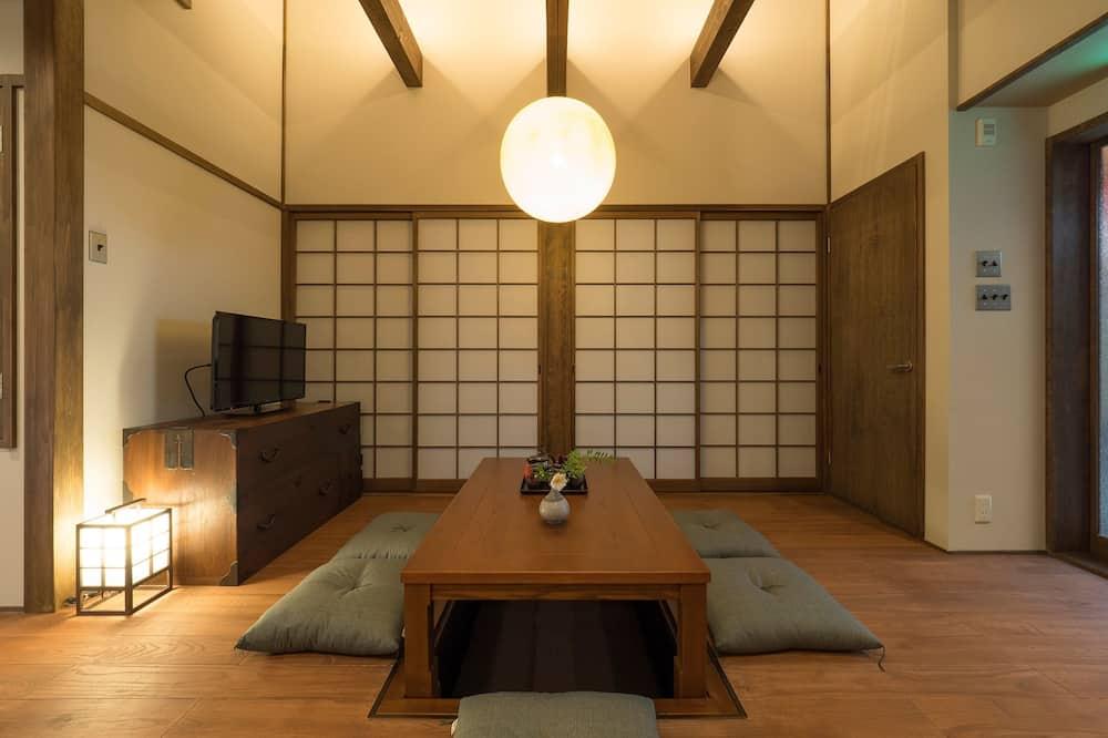 Rumah (2 Single Beds and 2 Japanse Futon) - Area Keluarga