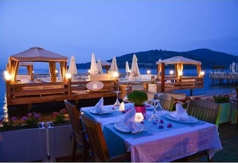 Beyaz Suite Hotel, Bodrum, Açık Havada Yemek