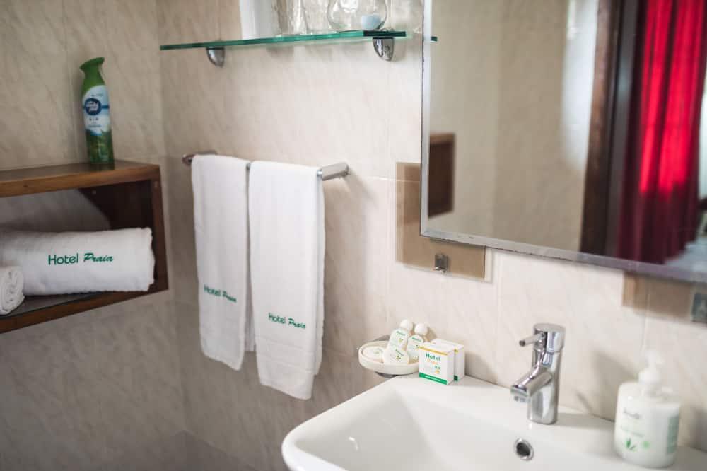 Standard Tek Büyük Yataklı Oda, 1 Çift Kişilik Yatak, Bahçe Manzaralı - Banyo