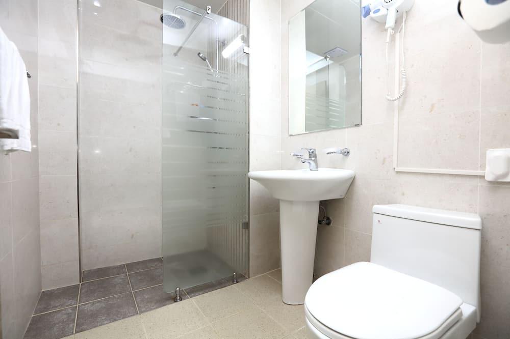 Quarto Twin Standard, 2 Quartos, Não-fumadores, Vista Montanha (2 paxs rate only) - Casa de banho