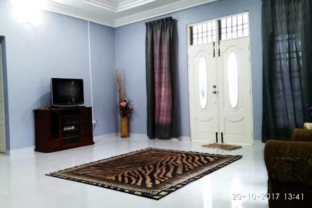 Family Bungalow, 3 Bedrooms, Accessible, Smoking - Bilik Rehat