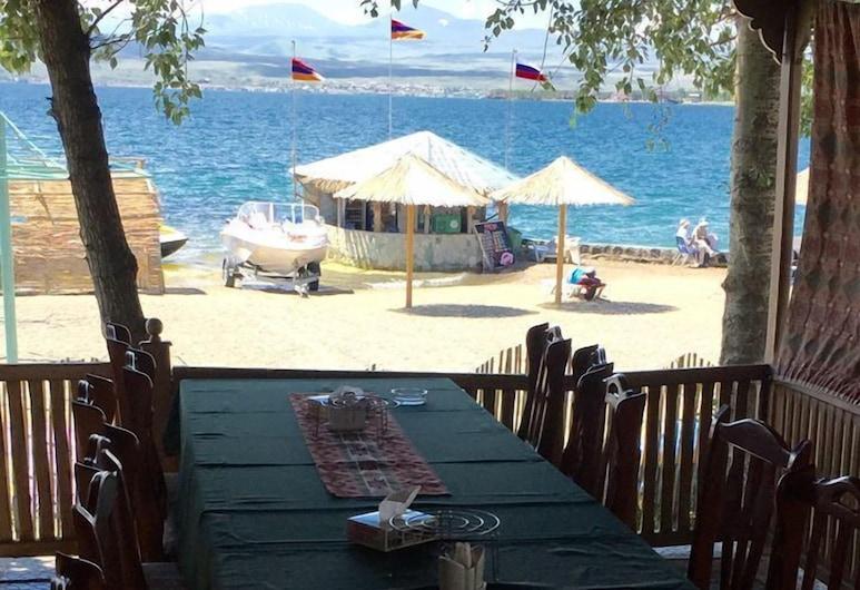 Hotel Kambuz, Sevan, Restaurante al aire libre
