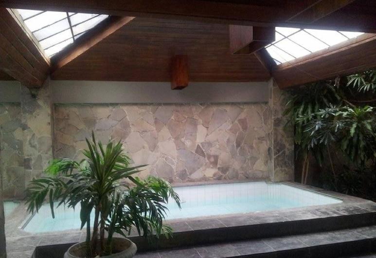 هوتل مانتا, بيلوتاس, حمام سباحة