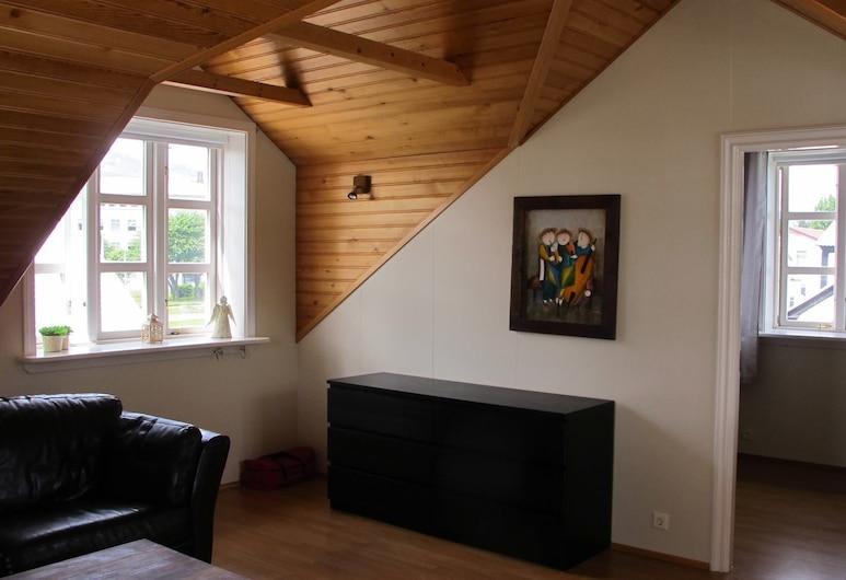 أكوريري سيتي أبارتمنتس, اكوريري, شقة في المدينة - ٣ غرف نوم (Lundargata 6), غرفة معيشة