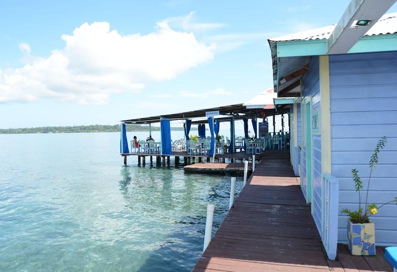 Cosmic Crab Resort, Carenero , Bangalo, 1 kahevoodi, vaade ookeanile, asub vee kohal vaiadel, Tuba
