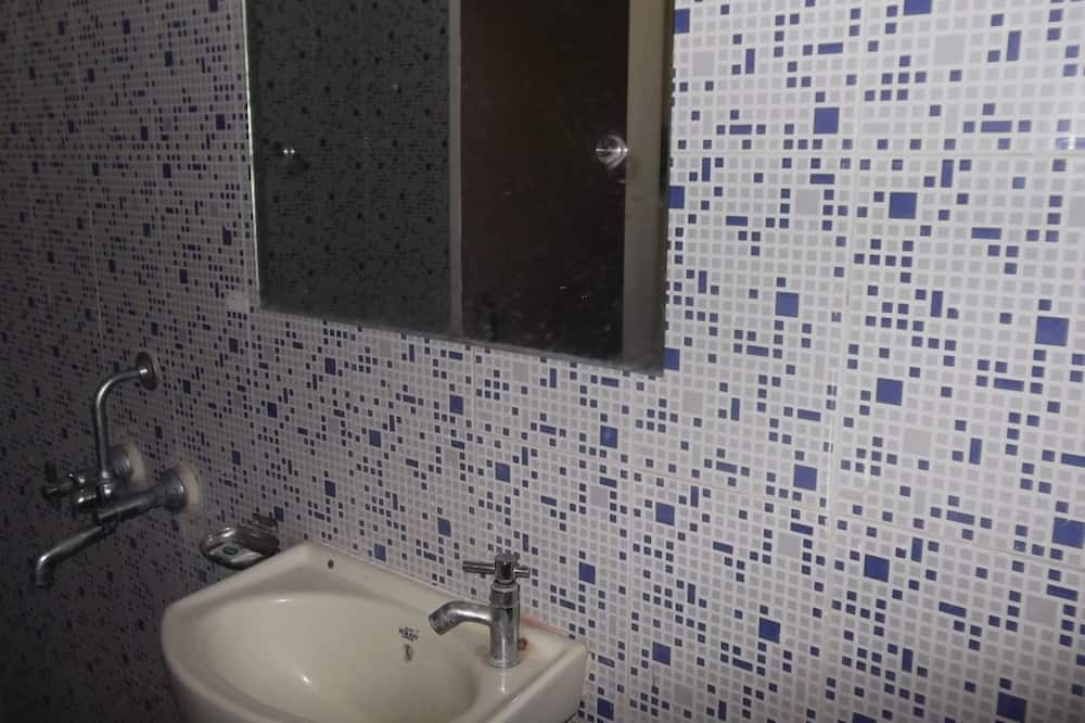 Kamar Deluks (Non AC) - Kamar mandi