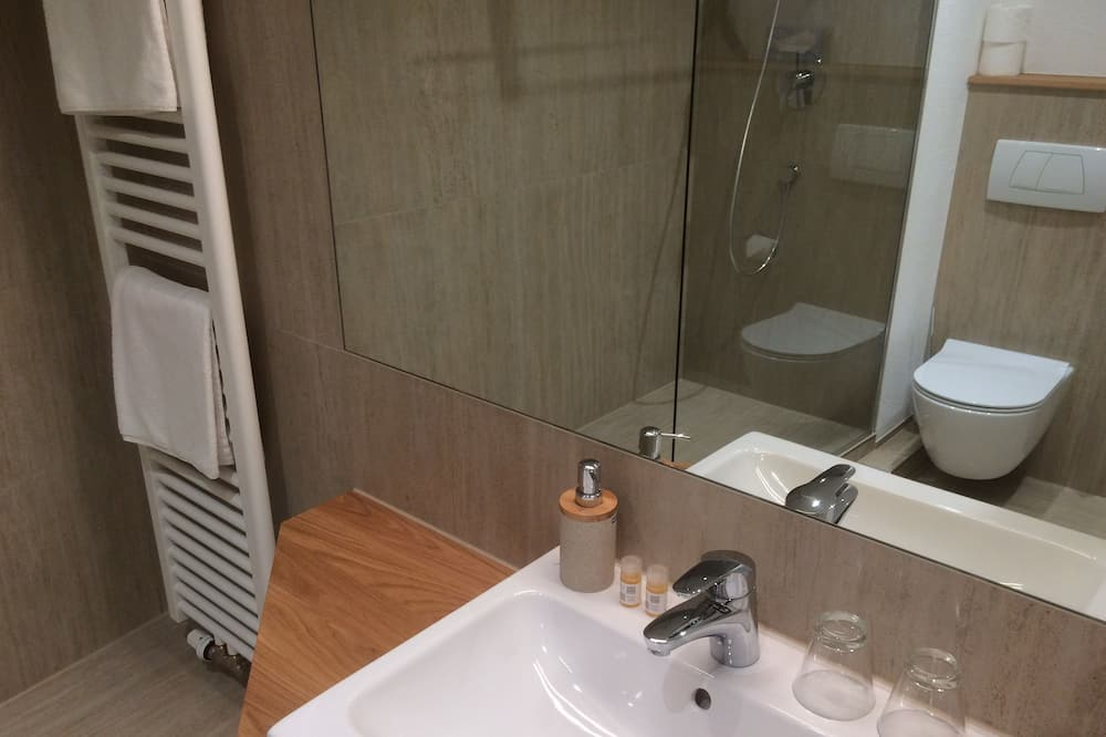 Junior-sviitti, Parveke - Kylpyhuone