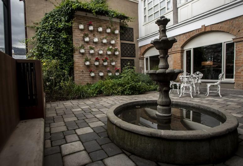 Illa Experience Hotel, Quito, Garden