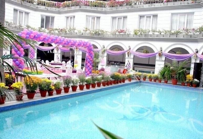 Grand Continental Hotel, Allahabad, Innilaug