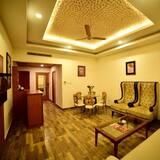 Suite, 1 Schlafzimmer, Poolblick - Wohnbereich