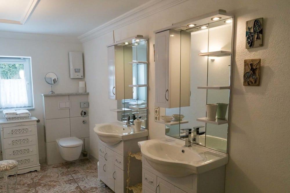 Dom City, prywatna łazienka, widok na ogród (1) - Łazienka