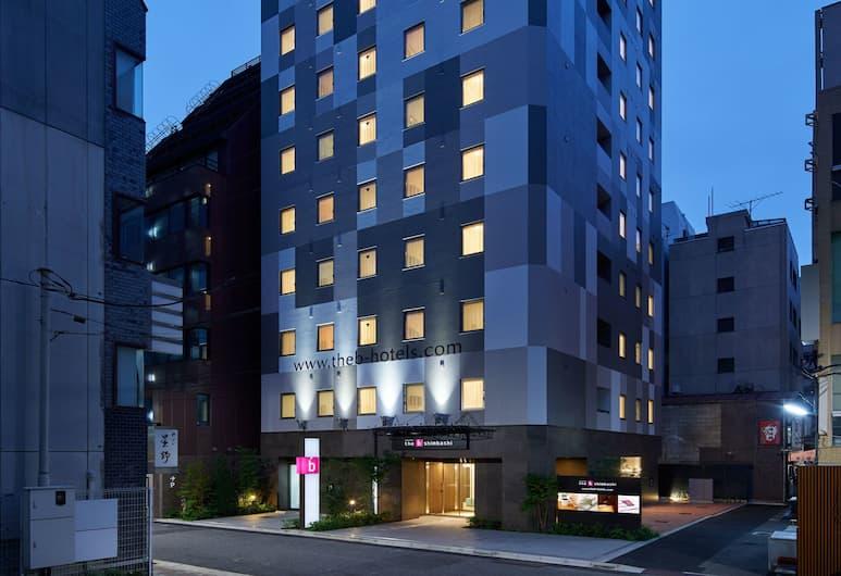 the b tokyo shimbashi, Токио, Фасад отеля вечером/ночью