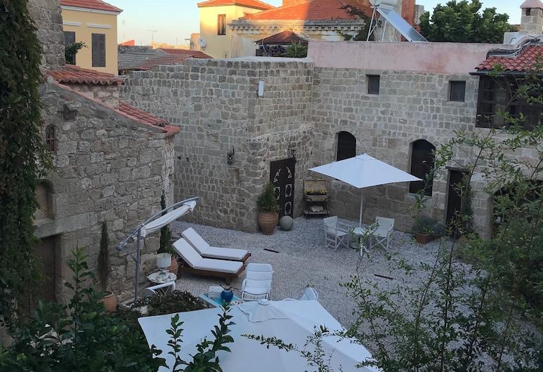 Saint Artemios Hotel and Oriental Suites, Rodos, Dvor