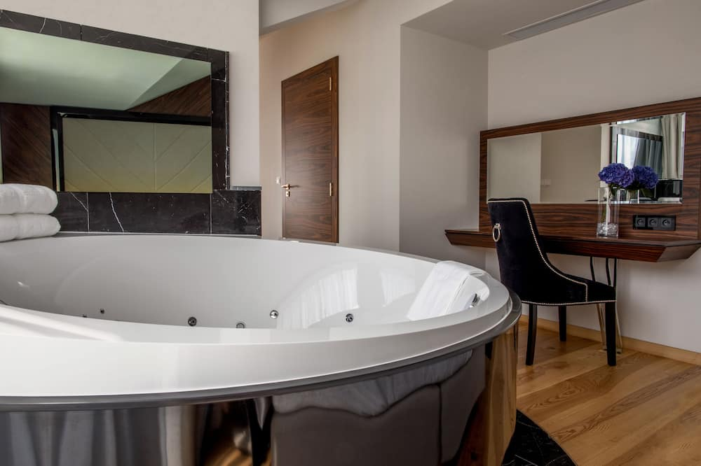 Panoramic Suite, Terrace - Jetted Tub