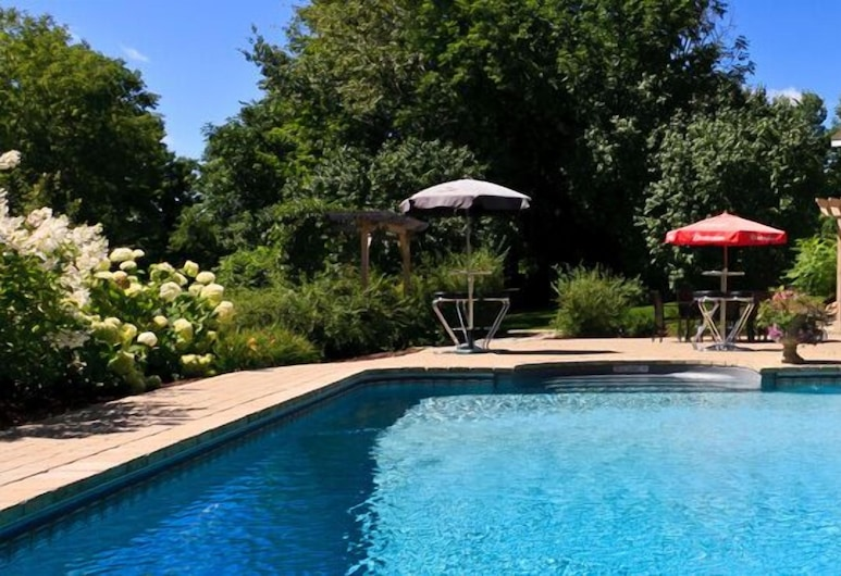 Clyde Hall Bed and Breakfast, Lanark Highlands, Outdoor Pool