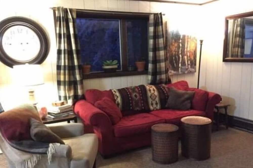 木屋, 2 間臥室, 廚房 (Lower Level) - 客廳