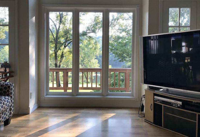 Beautiful Home On The White River Next Door to Wildcat Shoals Public Access Ramp, Cotter, Obývací pokoj