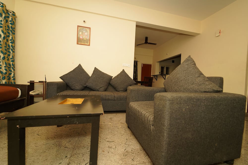 Comfort Apartment, 2 Bedrooms, Accessible, Smoking - Living Area