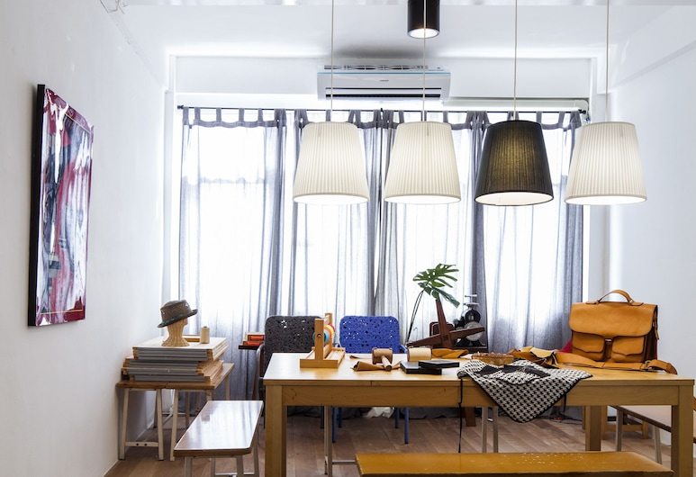 WYH Boutique and Design Hostel, Bangkok, Private Room, Living Area