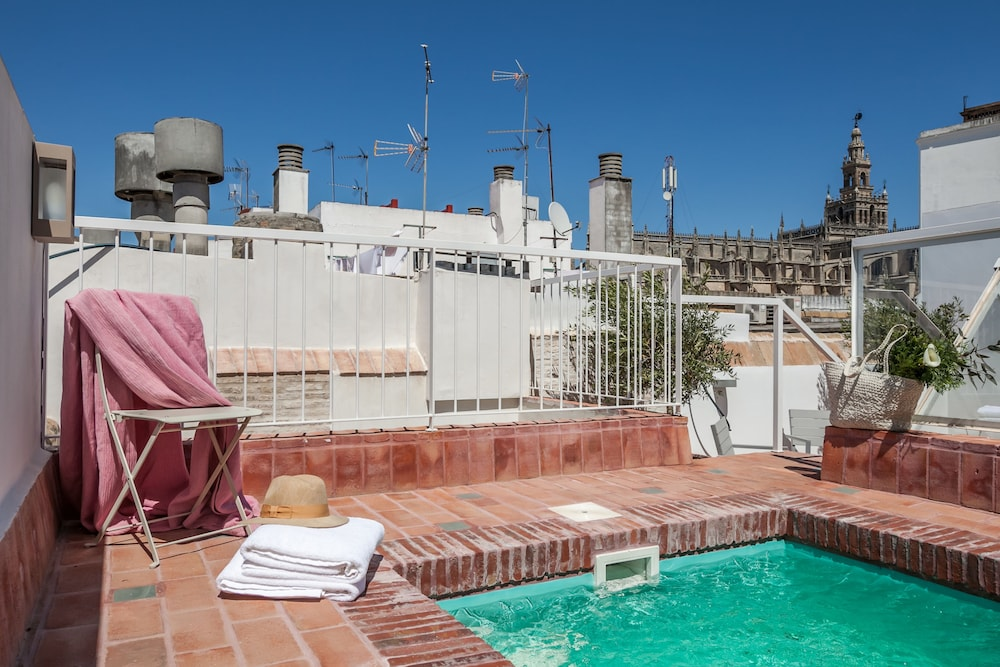 Luxury Apartments Pool book tomás de ibarra pool & luxury apartments in seville | hotels