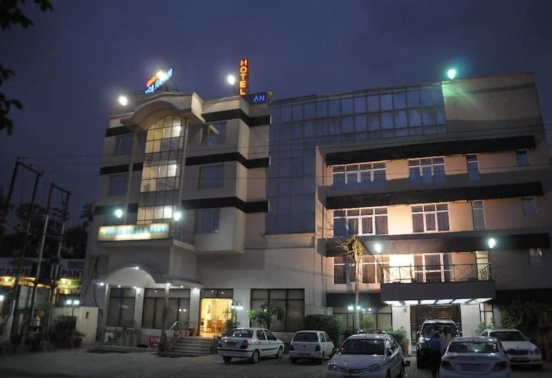 Hotel Ganga Ratan, Agra, Hotel Front – Evening/Night