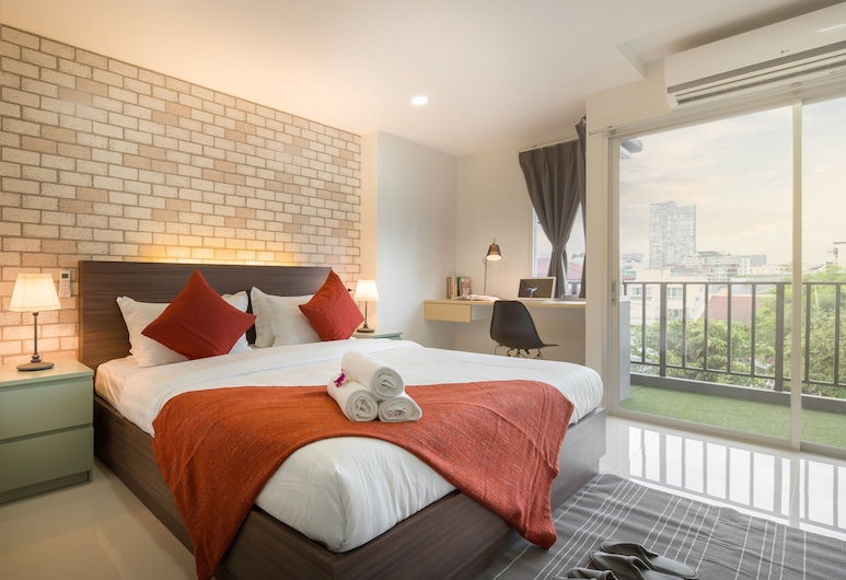Q Space Residence, Bangkok, Deluxe Room, 1 King Bed, Balcony, City View, Guest Room