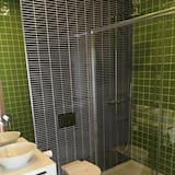 Dvojlôžková izba typu Deluxe, balkón - Sprcha v kúpeľni