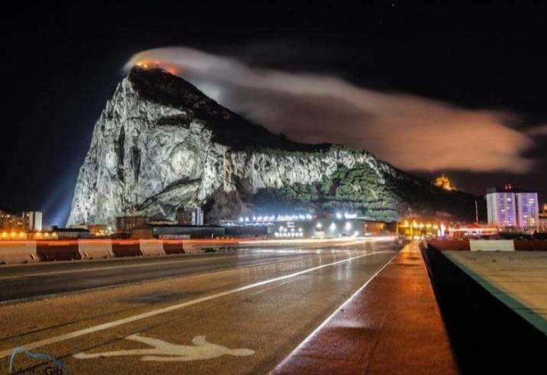 60ft Motor Yacht in Ocean Village Gibraltar, Gibraltar, Ulkoalueet