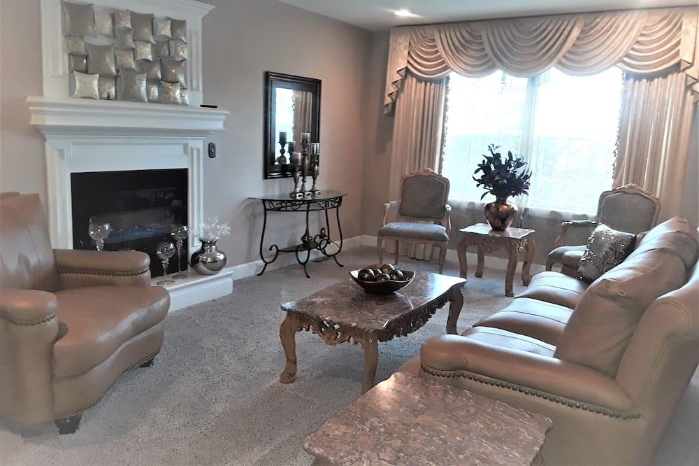 Romantiško stiliaus namas - Svečių kambarys