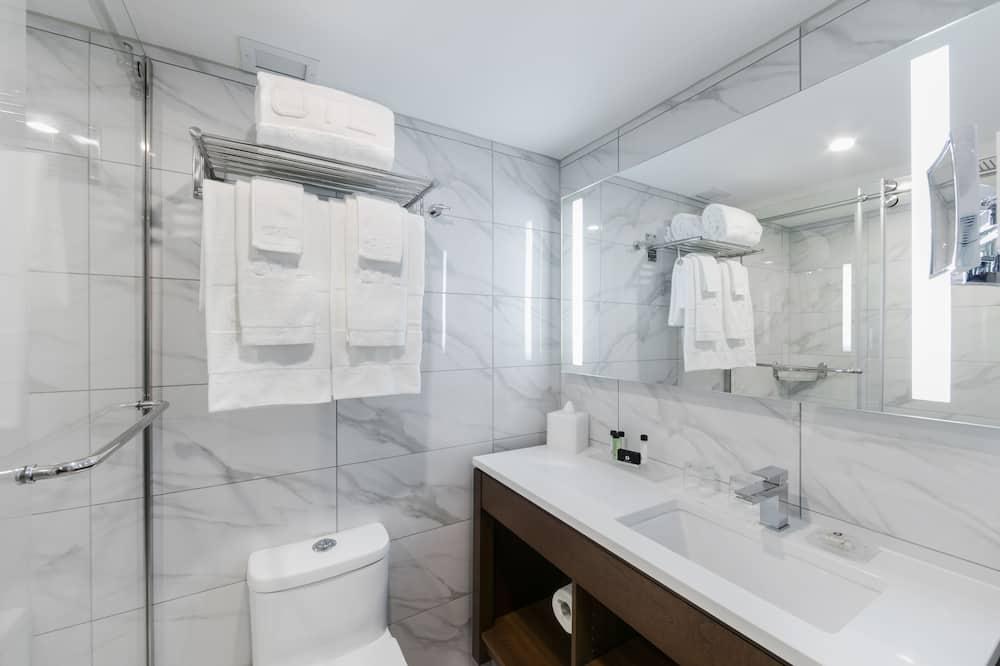 Premium Room, 2 Queen Beds - Bathroom