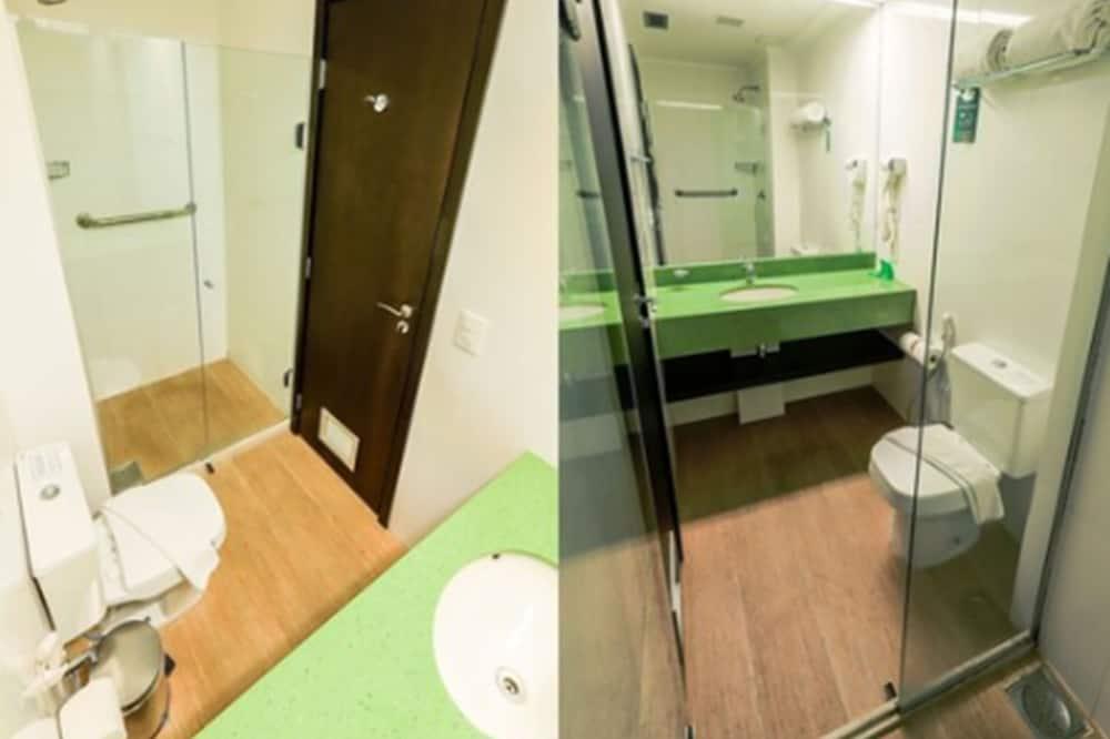 ห้องแฟมิลี่สวีท, เตียงใหญ่ 1 เตียง และโซฟาเบด - ห้องน้ำ