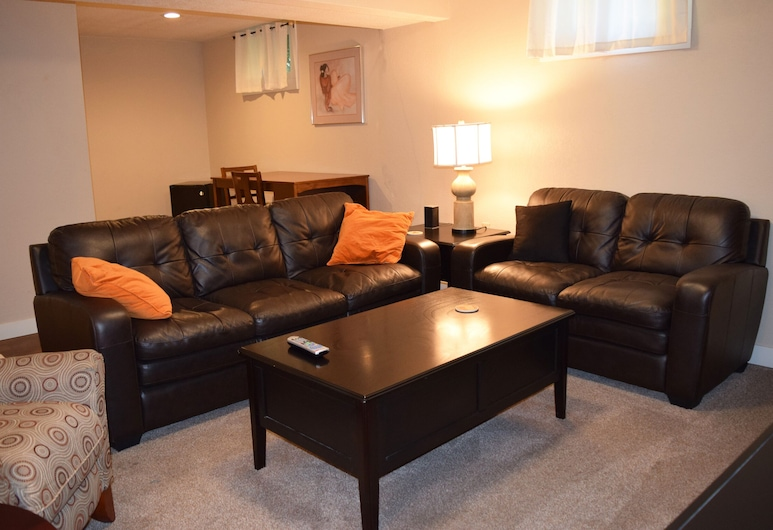 Great location, spacious! Near shopping and the Interstate. , Billings, Living Room