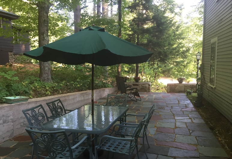 Charming 2 Bedrooom Guest House on 2 Acres North Conway Village, North Conway, Balcony