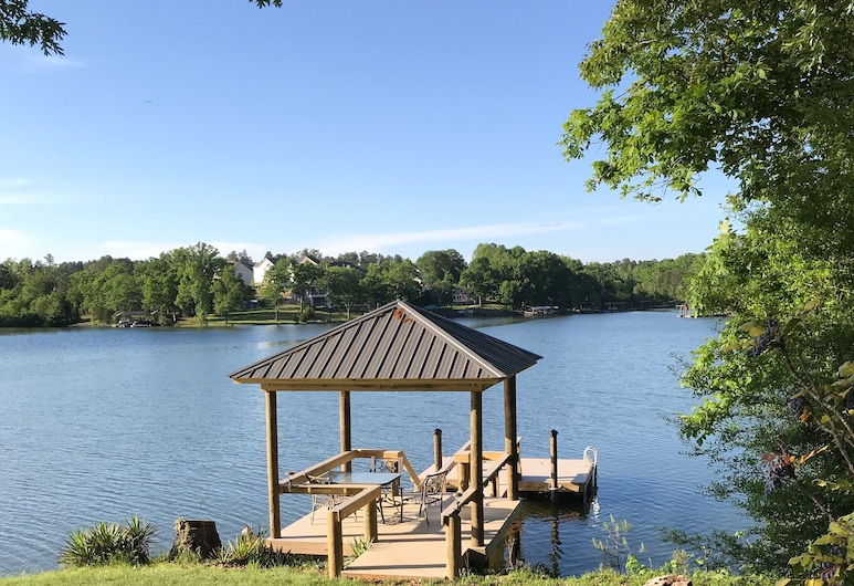 Welcome to Lakefront Living for up to 8 Guests!, Charlotte, Property Grounds