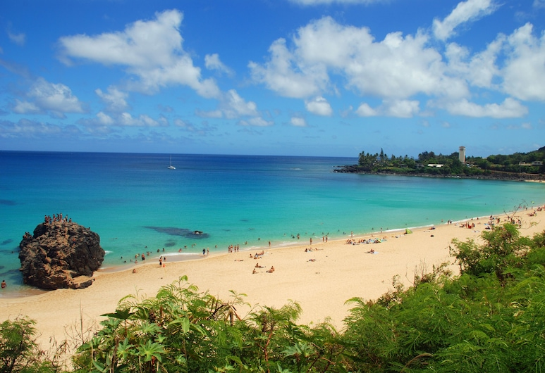 Spacious 1 Bedroom + Loft, Great for a Family of 4, Kahuku, Beach