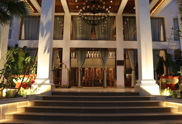 Chang Palace Vientiane, Vientiane, Hotel Entrance