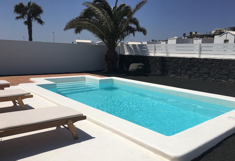 Villa Bellavista B1, Heated Pool, Wifi, Suitable for Family With Children, Yaiza, Outdoor Pool