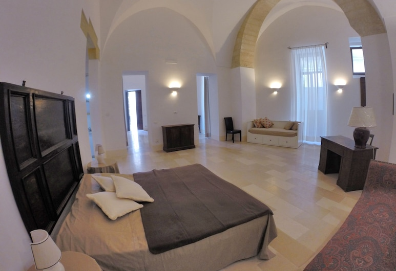 Suite Apartment Palazzo Giustiniani in the Heart of the old Town in Lecce, Lecce, Room