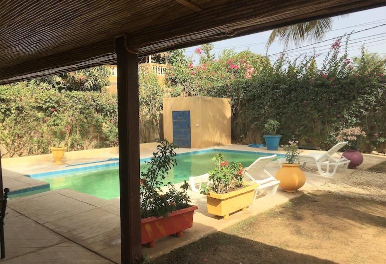 Pretty 140m² Villa With Swimming Pool and Caretaker 300m From the sea, مبور, حمام سباحة