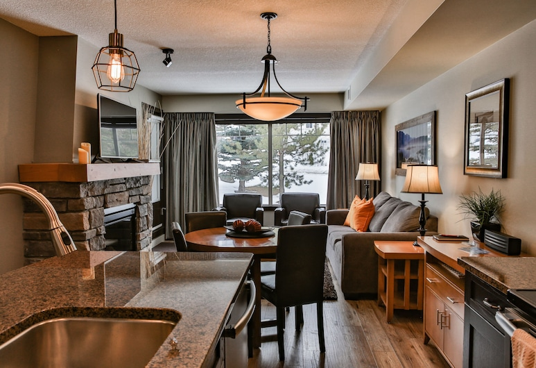 Premiumstayz at Copperstone, Best Deal in the Hills!!!, Dead Man's Flats, Living Room