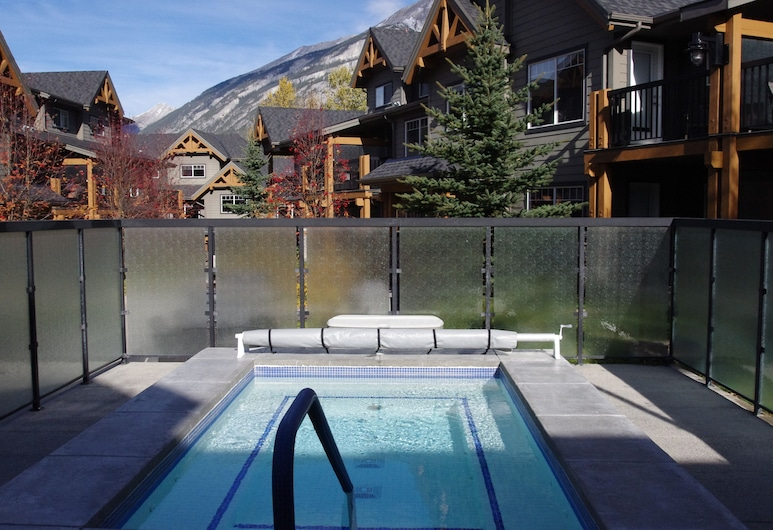 Premiumstayz at Copperstone Supreme Suite, Fully Upgraded, Dead Man's Flats, Pool