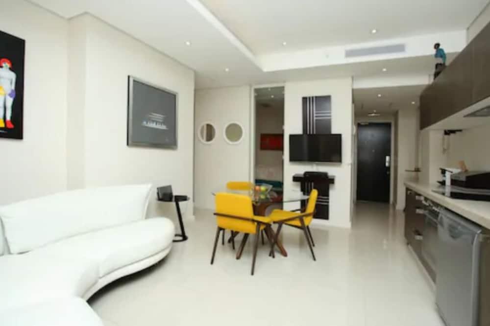 Sandton Skye Apartment - 616