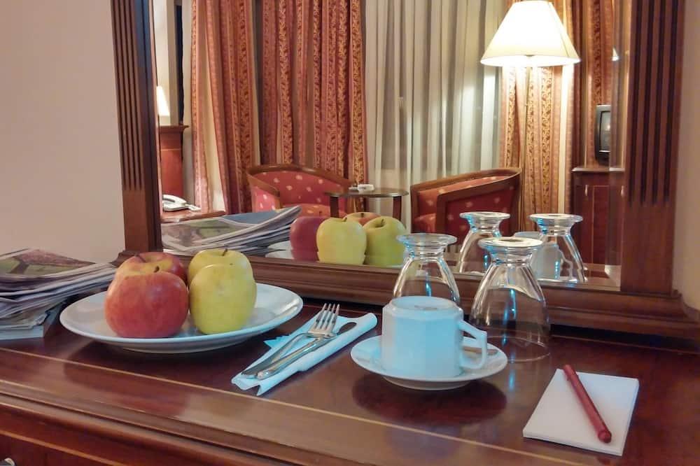 غرفة مزدوجة للاستخدام الفردي - تناول الطعام داخل الغرفة